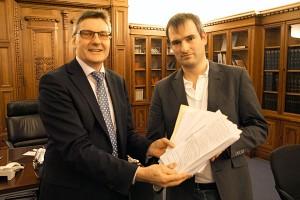 Übergabe der Unterschriften